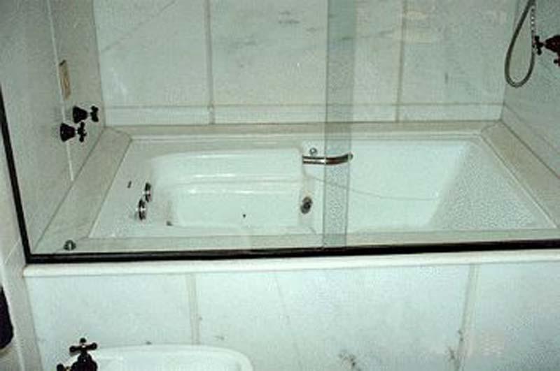 #474314 Guccelo Pedras 800x531 px banheira pequena simples
